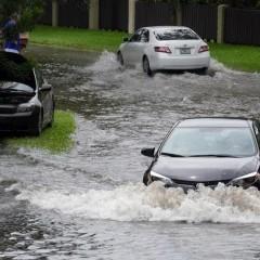 Heavy rain floods parts of Miami-Dade | Miami Herald